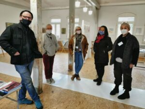 Künstler die im Raum stehen